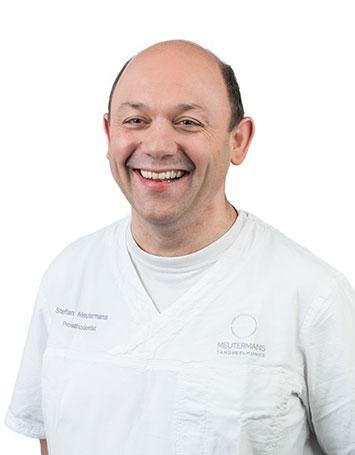Stefan: restauratief tandarts / praktijkeigenaar